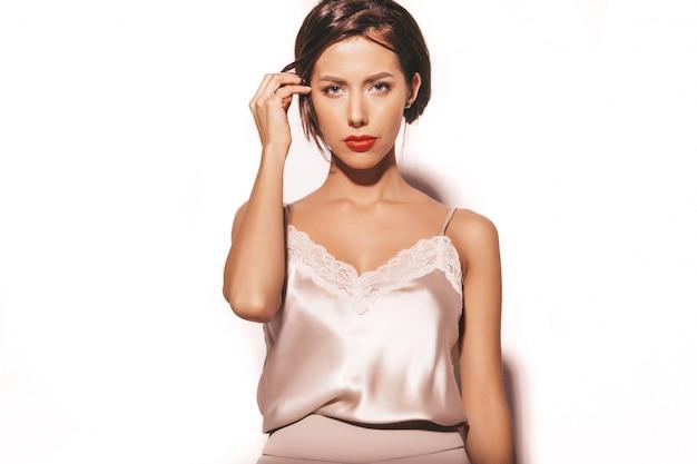 Portret van mooie sensuele donkerbruine vrouw. meisje in