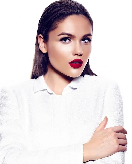 Portret van mooie stijlvolle vrouw met rode lippen Gratis Foto