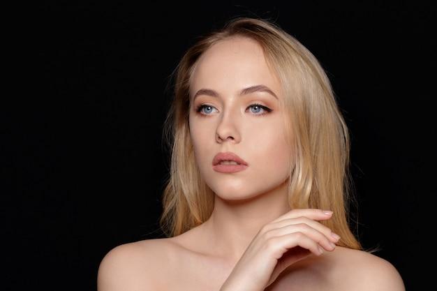 Portret van mooie vrouw Premium Foto