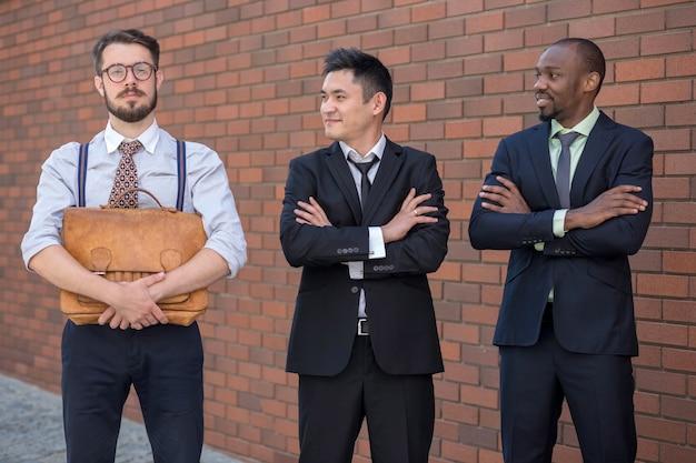 Portret van multi-etnisch commercieel team Gratis Foto