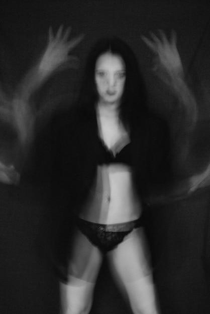 Portret van naakt meisje met psychische stoornissen Premium Foto