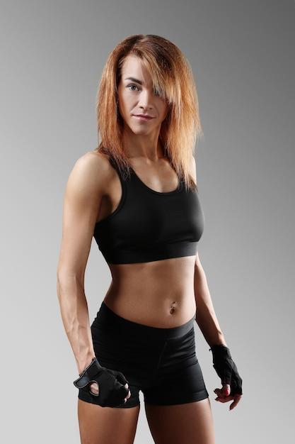 Portret van sportieve vrouw Gratis Foto