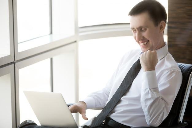 Portret van succesvolle zakenman Gratis Foto