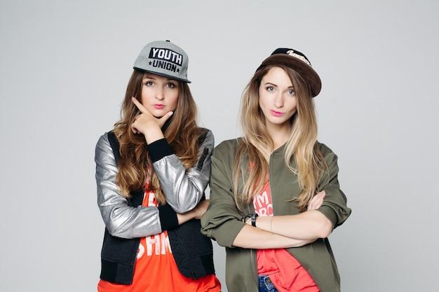 Portret van twee bestfriends hipster girls Premium Foto