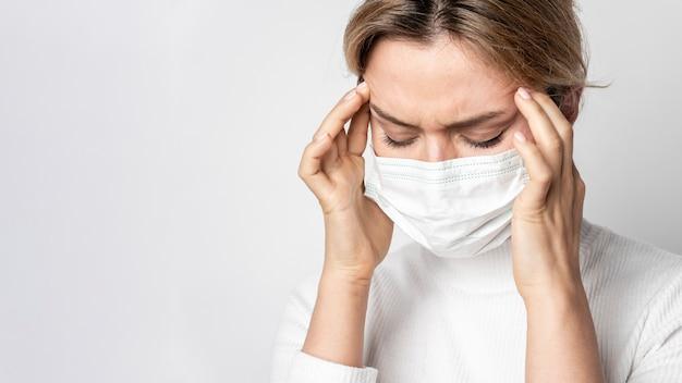 Portret van vrouw met ziektesymptoom Gratis Foto