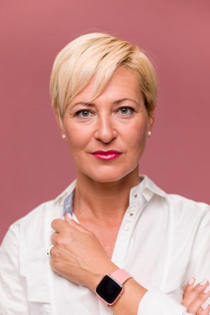 Portret van zakenvrouw van middelbare leeftijd Gratis Foto