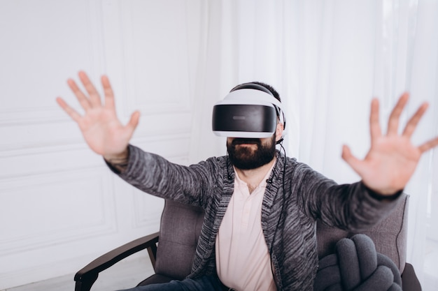 Portretmens in virtuele glazen, vr technologieconcept Premium Foto