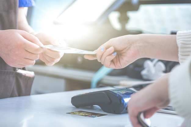 Pos credit card settlement in plaats van cash settlement shopping Gratis Foto