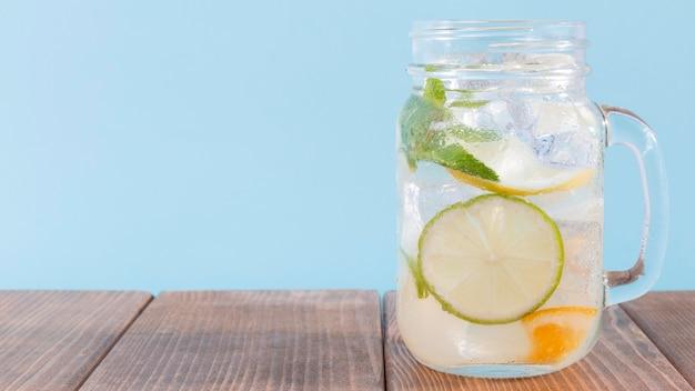 Pot met limoen en citroendrank Gratis Foto