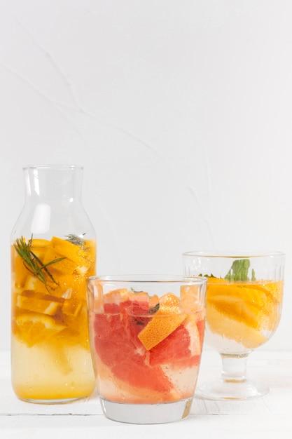 Potten met fruitsmaakdranken Gratis Foto