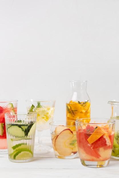 Potten met vers fruit drinken Gratis Foto