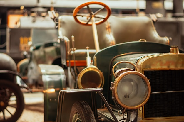 Praag, tsjechische republiek technisch museum, retro auto. Premium Foto