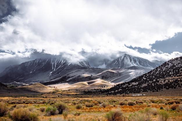 Prachtig bewolkt sierra nevada Gratis Foto