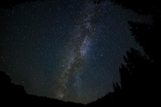 Prachtig landschap van de melkweg - geweldig voor een koele achtergrond Gratis Foto
