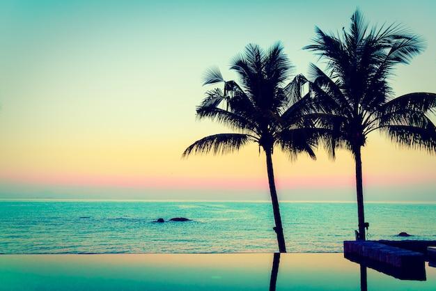 Prachtig luxe hotelzwembad Gratis Foto