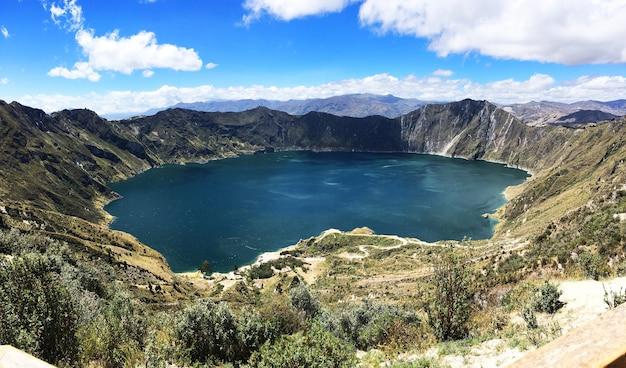 Prachtig schot van laguna quilotoa, quinta, ecuador Gratis Foto