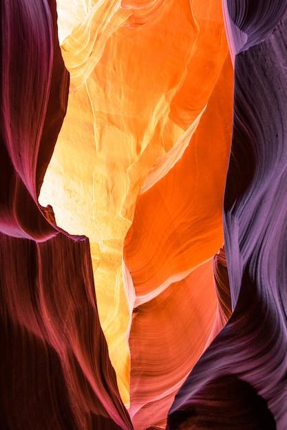 Prachtig uitzicht op antelope canyon zandsteen formaties in de beroemde navajo tribal nationaal park in de buurt van page, arizona, usa Premium Foto