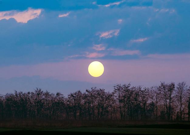 Prachtig uitzicht op zonsondergang licht Gratis Foto
