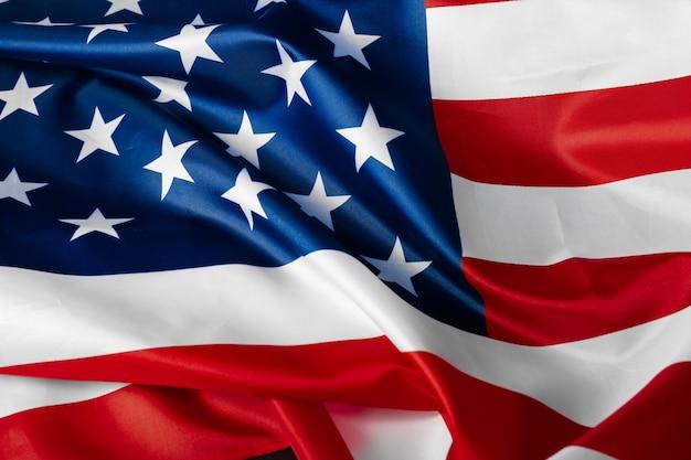 Prachtig wuivende ster en gestreepte amerikaanse vlag Premium Foto