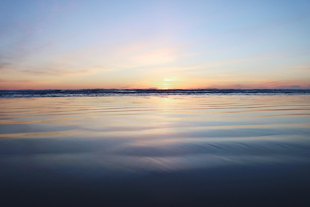 Prachtig zonsondergangzeegezicht Gratis Foto
