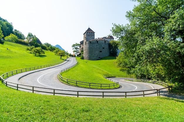 Prachtige architectuur in vaduz castle, de officiële residentie van de prins van liechtenstein Premium Foto