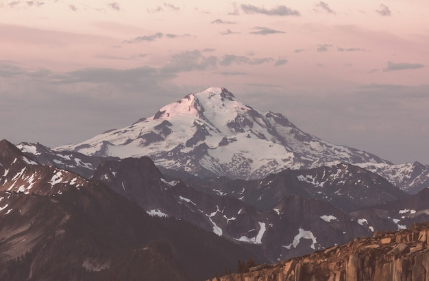 Prachtige bergtop in north cascade range, washington / usa Premium Foto