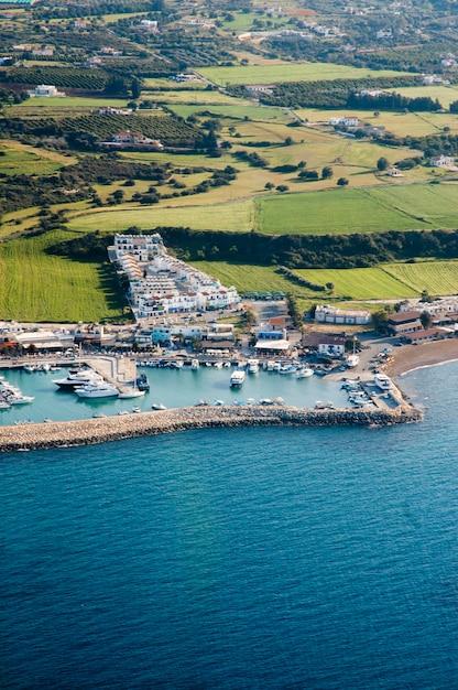 Prachtige zeekust in cyprus Gratis Foto