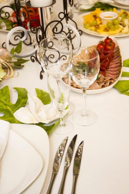 Presenteren diner bruiloft feest. prachtig ontworpen Premium Foto