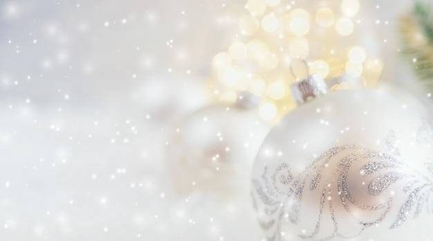 Prettige kerstdagen en gelukkig nieuwjaar, vakantie wenskaart achtergrond. Premium Foto