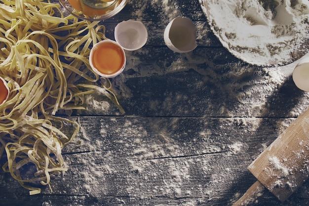 Landelijk koken anno nu houten snijplanken luxe servies