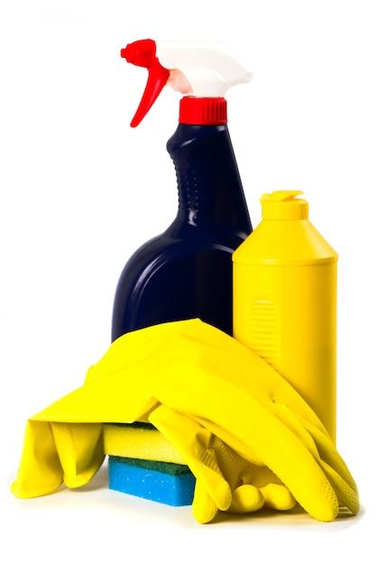 Producten voor schoonmaken geïsoleerd op witte achtergrond Premium Foto