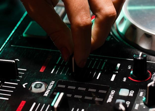 Professionele close-upuitrusting voor dj Gratis Foto