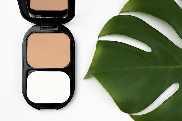 Professionele make-up in platte laag Gratis Foto