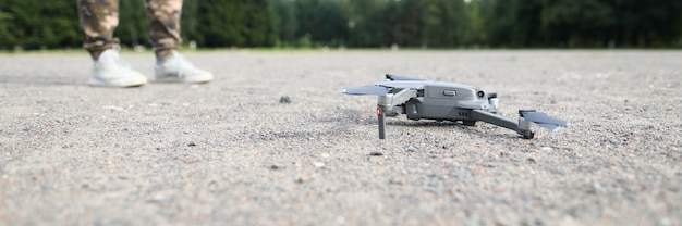 Quadrocopter op grond Premium Foto