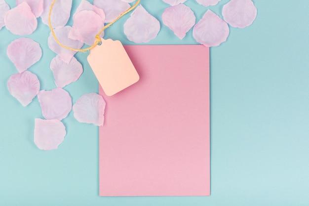 Quinceañera party compositie met roze lege kaart Gratis Foto