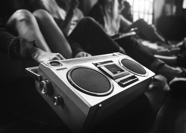 Radio muziekvrienden unity style teens casual concept Premium Foto