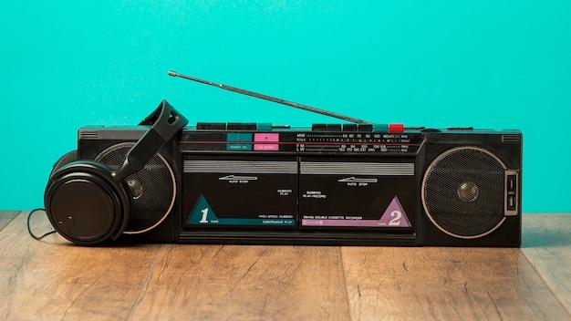 Radiocassette en zwarte koptelefoon Gratis Foto