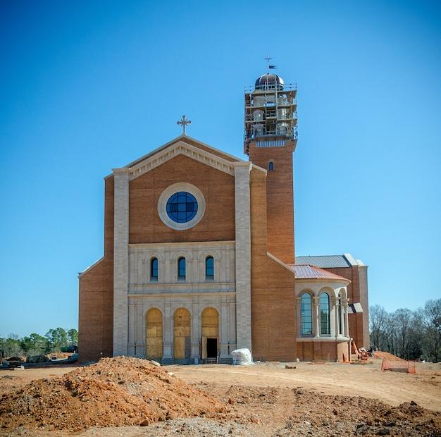 Raleigh north carolina, vs bouw van de kathedraal van de heilige naam van jezus Premium Foto