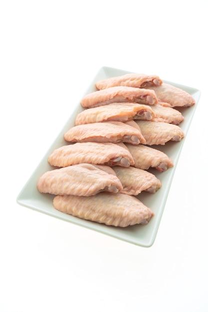 Rauwe kippenvlees en vleugel in witte plaat Gratis Foto
