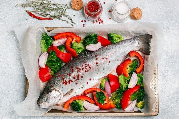 Rauwe verse hele vis Premium Foto