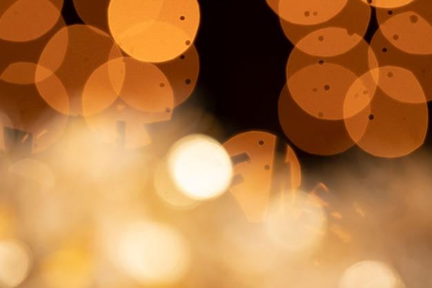 Reflecties en gouden lichten op feestje Gratis Foto