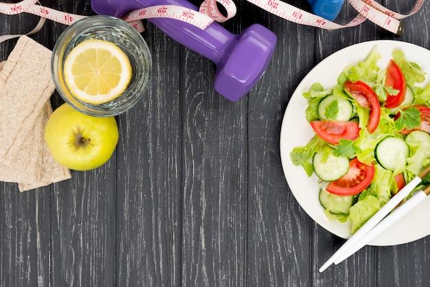 Regeling met salade en appel Gratis Foto
