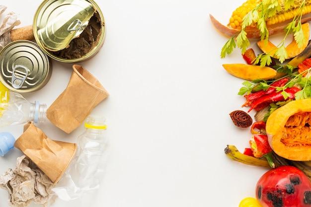 Regeling van overgebleven verspilde voedselblikken en groenten Gratis Foto