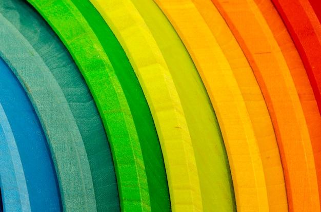 Regenboog gekleurd hout. rainbow shape educatief speelgoedenset Premium Foto