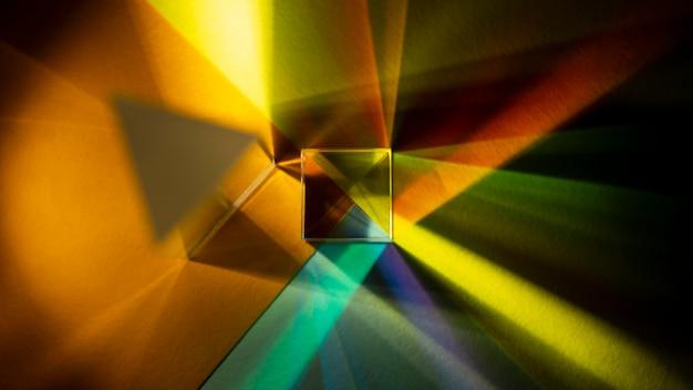 Regenboog steekt prisma-effect bovenaanzicht aan Gratis Foto