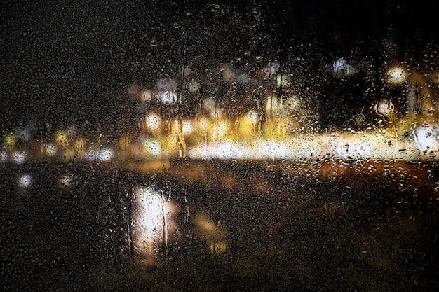Regeneffect op stad nacht achtergrond Gratis Foto