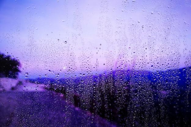 Regeneffect op strandachtergrond Gratis Foto