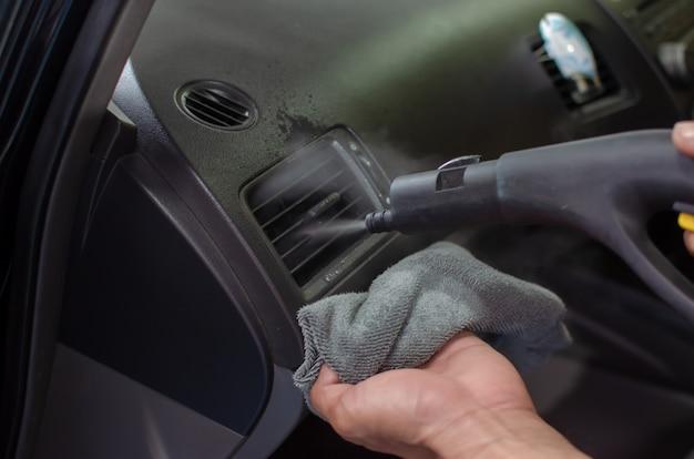 Reiniging van auto-airconditioner Premium Foto
