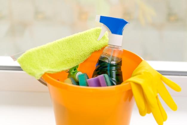 Reinigingsemmer, accessoires en reinigingsproducten Premium Foto