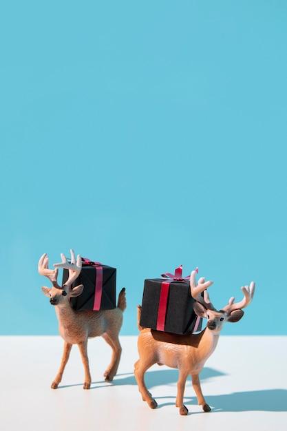Rendieren met kerstcadeautjes Gratis Foto